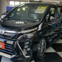 VOXY 4WD 燃費 新型 中古車 ブラキッシュアゲハガラスフレーク
